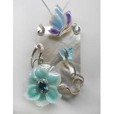 Ciondolo con farfalle e fiori